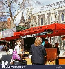borough market grilled cheese customers buying toasted cheese sandwiches at kappacasein stall at