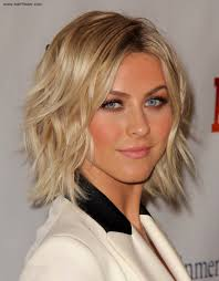 julia hough new haircut julianne hough wearing her hair in a curled bob with spice