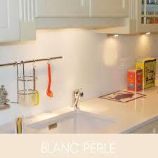 cuisine en verre blanc credence de cuisine en verre laque blanc perle 6mm format carre