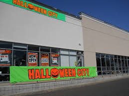 halloween city com halloween popups offer temporary employment and little competition