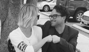 how many people like penny on the big bang theory new hair big bang theory s penny and leonard shut down dating rumours with