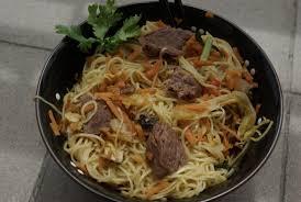 cuisiner chou chinois wok de nouilles au chou chinois et au boeuf balade gourmande de cécile
