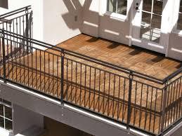 balkon fliesen 10 gründe um auf dem balkon holzfliesen zu verlegen