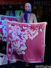 jilbab zoya gunawan angkat batik hingga tenun untuk koleksi jilbab zoya