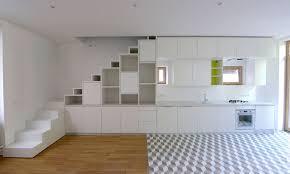 cuisine sous escalier aménagement d un placard sous escalier et d une cuisine en