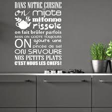 stickers muraux cuisine citation sticker citation dans notre cuisine on mijote stickers