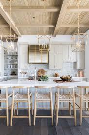 cuisine style chalet visite deco le style chalet blanc par davis kitchens