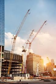le de bureau york les grues de construction sur le chantier de construction