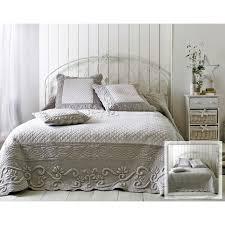 plaid boutis pour canapé boutis plaid ou jeté de canapé couvre lit matelassé perle et blanc