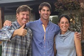 hgtv fixer upper star claims house hunting scene is fake