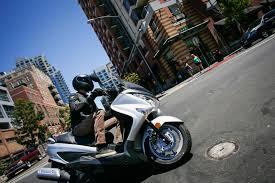 scooter battle 2015 yamaha smax vs 2014 suzuki burgman 200