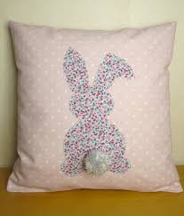 trousse de toilette girly coussin rose lapin liberty très girly 40 x 40 textiles et tapis
