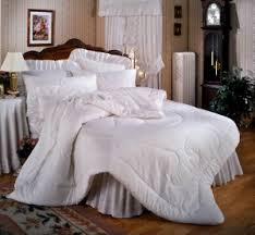 How To Wash Comforter How To Wash Comforter Your Comforter Is Gross Here S How To Wash
