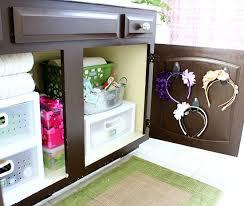 Organize Bathroom Cabinet by Hi Sugarplum Organized Bathroom Cabinet Check Out The Headband