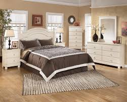 Ottawa Bedroom Set With Mirror Signature Design By Ashley Cottage Retreat Full Poster Bed With
