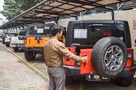 mobil jeep lama peristiwa pengusaha besi tua borong barang rampasan kpk