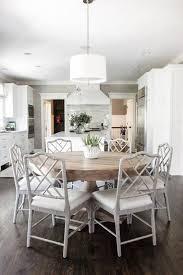 table ronde avec chaises la table de salle à manger en 68 variantes archzine fr