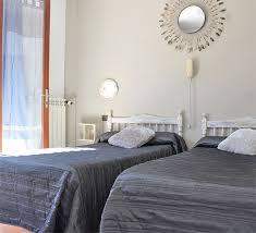 chambre lits jumeaux chambre lits jumeaux avec terrasse hôtel les orangers