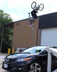 honda laura gets extreme to review the 2014 honda civic si coupe
