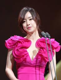 hong soo ah apologizes for western wedding dress inside korea