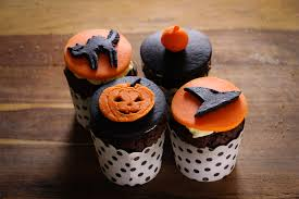 how to create halloween cupcakes celebrating black cats