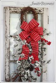 Decorating Outside Window Christmas Wreaths by Best 25 Christmas Windows Ideas On Pinterest Kitchen Xmas