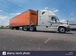 kenworth 18 wheeler truck sleeper cab stock photos u0026 truck sleeper cab stock images