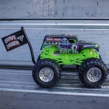 wheels monster jam grave digger truck 1 64 wheels grave digger truck flag series 1 10 tour favorites