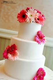elegant gerbera daisy wedding cake daisies weddinginspiration
