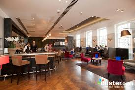 quarter bar and lounge at the london bridge hotel oyster com