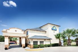 Hotels Next To Six Flags Over Texas Days Inn Arlington Arlington Hotels Tx 76015