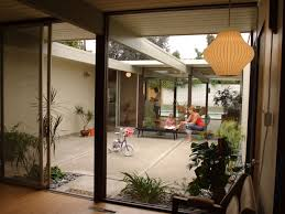 l shaped towhnome courtyards mid century modern house courtyard google search mid century