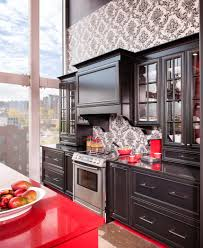 cuisine noir et rouge tapis rouge baroque cuisine bois merisier quartz