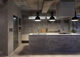 beton ciré mur cuisine imposing cuisine beton cire le b ton cir dans la