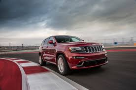 jeep snow tracks 2014 jeep grand cherokee srt tears up the formula 1 race track in