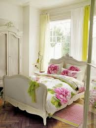 decoration des chambres a coucher decoration chambre coucher motifs loraux ideeco