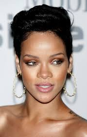 rihanna hoop earrings rihanna gold hoops rihanna hoop earrings looks stylebistro