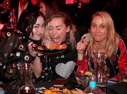 Miley Table L Here S Proof That Miley Cyrus And Family Had The Best Time At