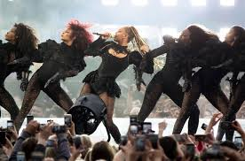 beyonce asks for moment of silence at glasgow show for victims of