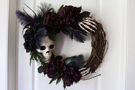ghostly handmade halloween wreath ideas for spooky home decor