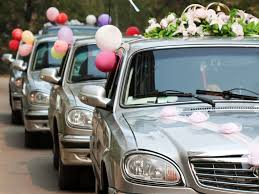 hochzeitsdekoration auto kosten für den autoschmuck bei der hochzeit infos tipps