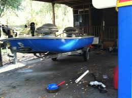 what paint can i use to paint a small fiberglass boat boat