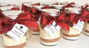 hot cocoa wedding favors mint hot chocolate mix in jar mugs