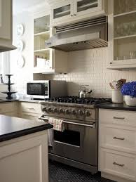 Cream Shaker Kitchen Cabinets by U Shaped Kitchen Design With Cream Shaker Style Cabinets And