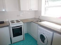 super studio flat with its own kitchen and shower room at 385 pcm
