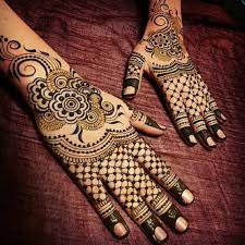 30 beautiful back mehndi designs that you can do by yourself