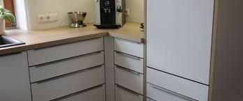 griffe küche küche weiß eichen arbeitsplatte edelstahl griffe schreinerei