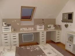 table de travail bureau aménagement du coin bureau des tiroirs simples sous le plan de