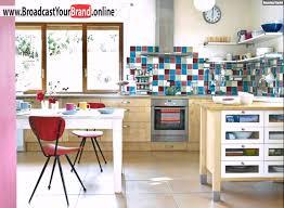 küche retro wohnideen küche retro bunter fliesenspiegel holz schränke