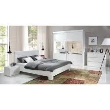 chambre a coucher blanc laqué ensemble blanc laqué lit design en simili cuir et 2 chevets versus